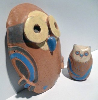 buho de pared en cerámica esmaltada
